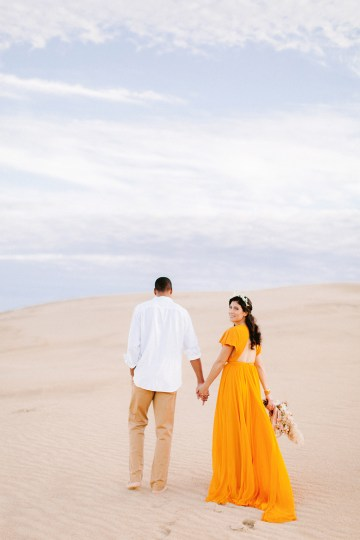 How to Style Your Engagement Session for the Perfect Save The Date – Minted Weddings 23