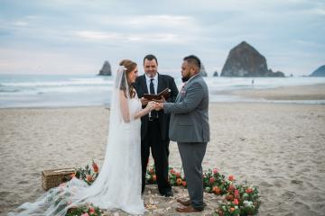 Cannon Beach Bonfire Wedding With Smores – Marina Goktas Photography 9