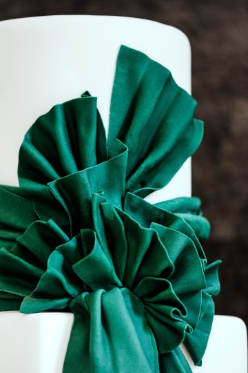 Sleek and Sexy Modern Wedding Inspiration in Emerald – Marcella Cistola 31
