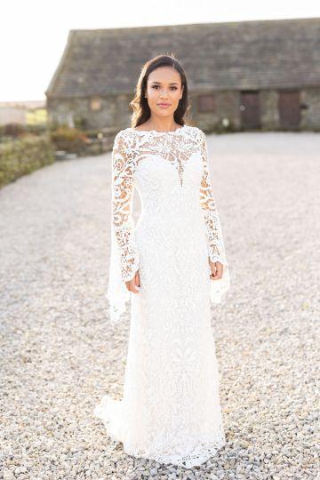 Vibrant Blossom Barn Wedding Inspiration With Creative Dessert Ideas – Deluxe Blooms – Natasha Cadman Photography 23