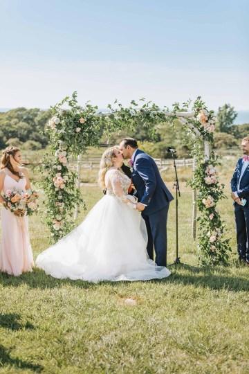 Cheery Marthas Vineyard Summer Wedding – Lena Mirisola Weddings 24
