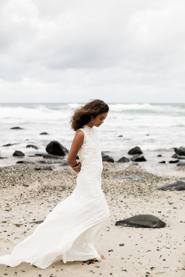 Effortlessly Cool Lava Rock Beach Wedding Inspiration in Byron Bay – Megan Kelly Photo 11