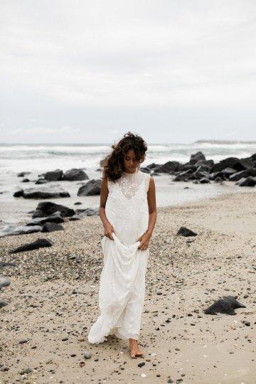 Effortlessly Cool Lava Rock Beach Wedding Inspiration in Byron Bay – Megan Kelly Photo 12
