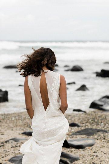 Effortlessly Cool Lava Rock Beach Wedding Inspiration in Byron Bay – Megan Kelly Photo 13