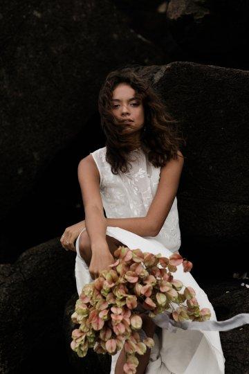 Effortlessly Cool Lava Rock Beach Wedding Inspiration in Byron Bay – Megan Kelly Photo 15