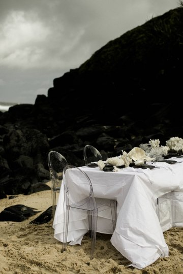 Effortlessly Cool Lava Rock Beach Wedding Inspiration in Byron Bay – Megan Kelly Photo 2