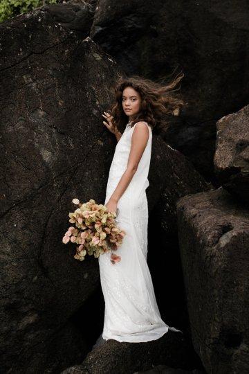 Effortlessly Cool Lava Rock Beach Wedding Inspiration in Byron Bay – Megan Kelly Photo 20