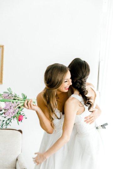 Monica Phoebe and Rachel Friends Bridal Inspiration – Lora Grady Photography 13