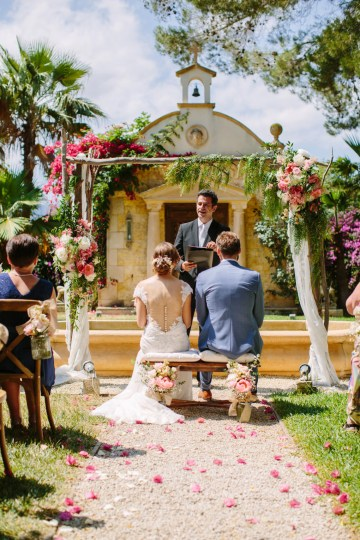 Posh Mallorca Pool Party Wedding at a Rustic Spanish Villa – Sandra Manas 21