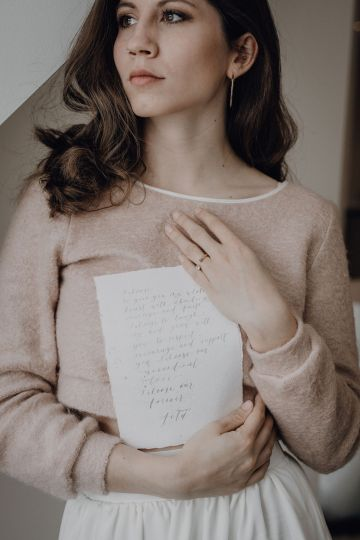 Wild Winter Wedding Inspiration from Iceland – Snowy Scenery and a Bridal Sweater – Melanie Munoz Photography 13