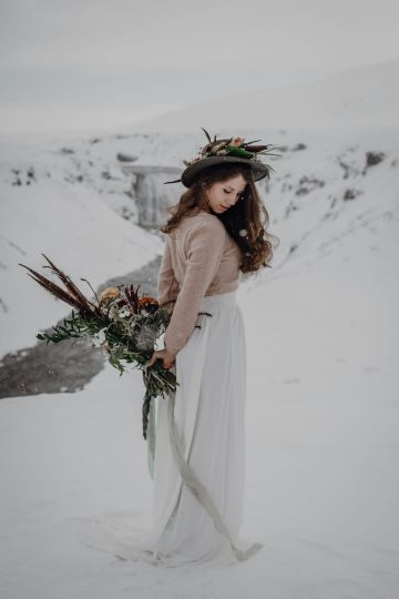 Wild Winter Wedding Inspiration from Iceland – Snowy Scenery and a Bridal Sweater – Melanie Munoz Photography 17