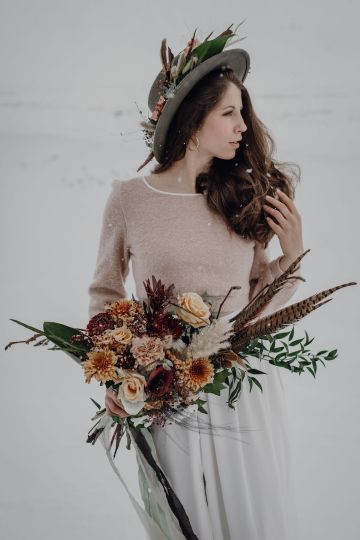 Wild Winter Wedding Inspiration from Iceland – Snowy Scenery and a Bridal Sweater – Melanie Munoz Photography 18