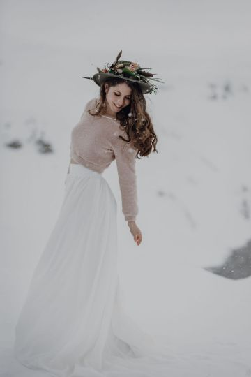 Wild Winter Wedding Inspiration from Iceland – Snowy Scenery and a Bridal Sweater – Melanie Munoz Photography 20