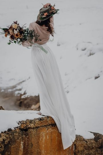 Wild Winter Wedding Inspiration from Iceland – Snowy Scenery and a Bridal Sweater – Melanie Munoz Photography 32