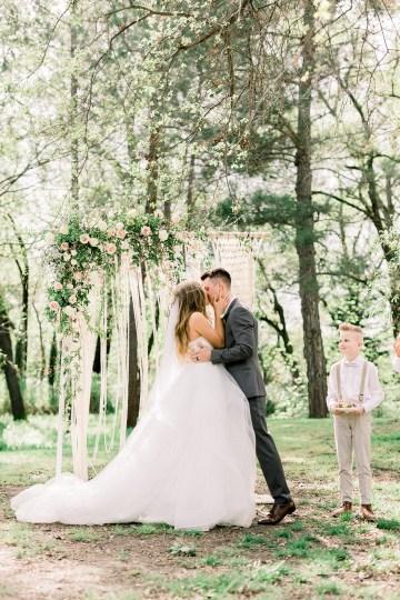 Whimsical Floral-Filled Woodland Wedding – Walnut and Main – Irina Turkova Photography 53
