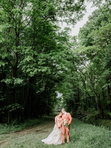 Whimsical Pantone Living Coral Colorful Meadow Wedding Inspiration – Kira Nicole Photography 31