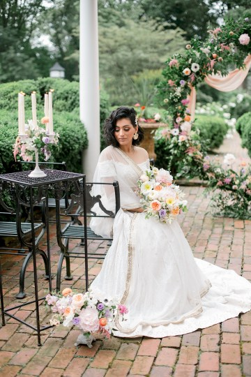 Gorgeous Gold South Asian Wedding Inspiration with a Crescent Moon Altar – Hope Helmuth Photography 18