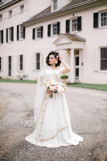 Gorgeous Gold South Asian Wedding Inspiration with a Crescent Moon Altar – Hope Helmuth Photography 24