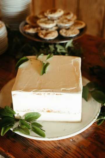 Joyous Oregon Berry Farm Wedding – Phil Chester – Peachy Keen Coordination – Hoffman Farm Store 16