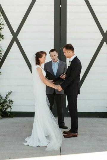 Joyous Oregon Berry Farm Wedding – Phil Chester – Peachy Keen Coordination – Hoffman Farm Store 18
