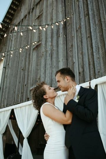 Joyous Oregon Berry Farm Wedding – Phil Chester – Peachy Keen Coordination – Hoffman Farm Store 23