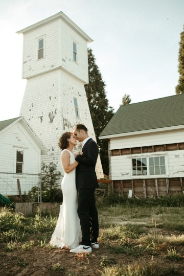 Joyous Oregon Berry Farm Wedding – Phil Chester – Peachy Keen Coordination – Hoffman Farm Store 31