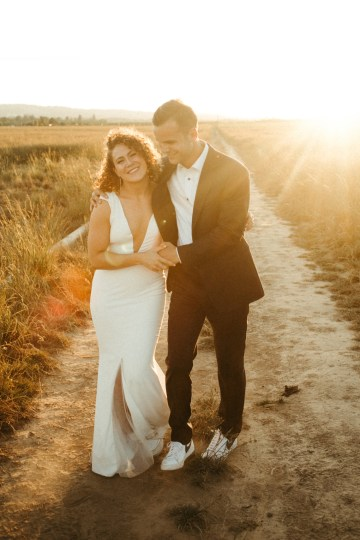 Joyous Oregon Berry Farm Wedding – Phil Chester – Peachy Keen Coordination – Hoffman Farm Store 35