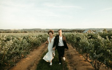 Joyous Oregon Berry Farm Wedding – Phil Chester – Peachy Keen Coordination – Hoffman Farm Store 47