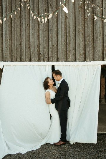 Joyous Oregon Berry Farm Wedding – Phil Chester – Peachy Keen Coordination – Hoffman Farm Store 6