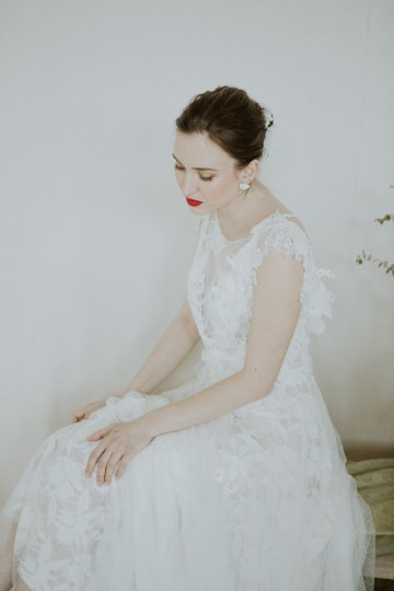 White and Taupe Minimalistic Wedding Inspiration – Vanessa Illi 32
