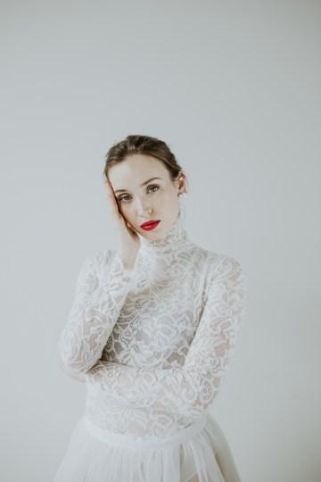 White and Taupe Minimalistic Wedding Inspiration – Vanessa Illi 41