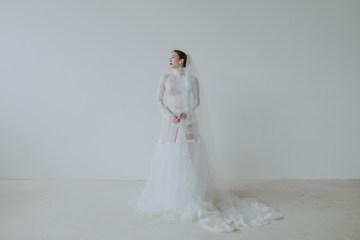 White and Taupe Minimalistic Wedding Inspiration – Vanessa Illi 5