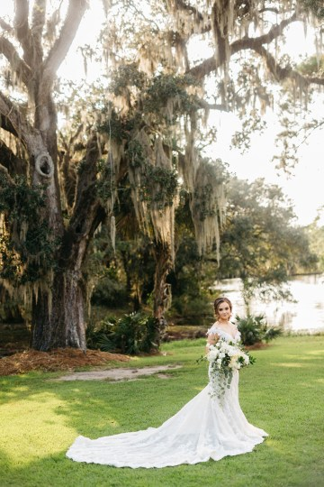 Magical Intimate Southern Wedding Under The Oak Trees – Pure Luxe Bride – Lydia Ruth Photography 25