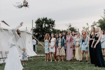Pretty Meadow Wedding in the Czech Republic – Carols Darkroom 10