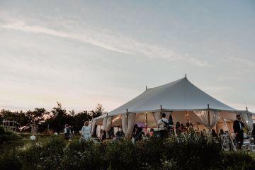 Pretty Meadow Wedding in the Czech Republic – Carols Darkroom 11