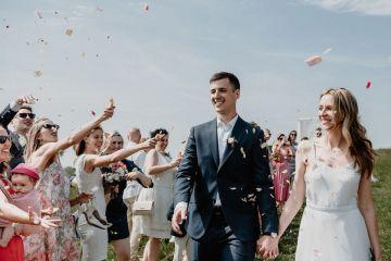 Pretty Meadow Wedding in the Czech Republic – Carols Darkroom 3