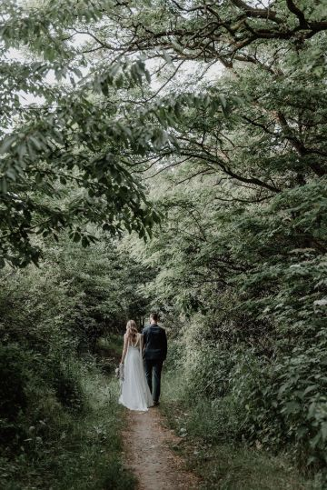Pretty Meadow Wedding in the Czech Republic – Carols Darkroom 35