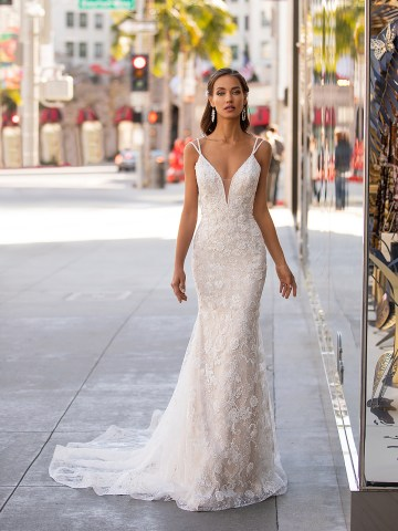 10 Gorgeous Wedding Dresses that Flatter Your Curves – Moonlight Bridal – Val Stefani – Bridal Musings – H1446_A