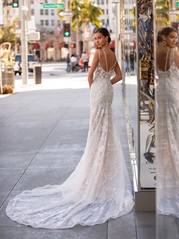 10 Gorgeous Wedding Dresses that Flatter Your Curves – Moonlight Bridal – Val Stefani – Bridal Musings – H1446_B