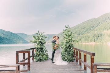 Beautiful and Ethereal Romanian Wedding Inspiration at Tarnita Lake – Ioana Porav Photography 1