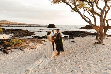 Korean Hawaiian Elopement with a Traditional Ceremony – Alyssa Luzaich Photography – Kukio Beach – Bridal Musings 10