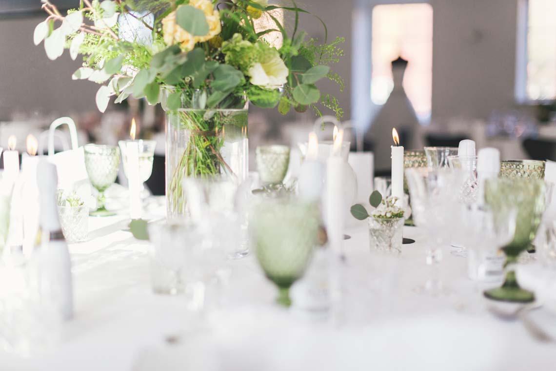 Nordisk forårsborddækning med blomster fra Lyngbo event - styling af Bridenista