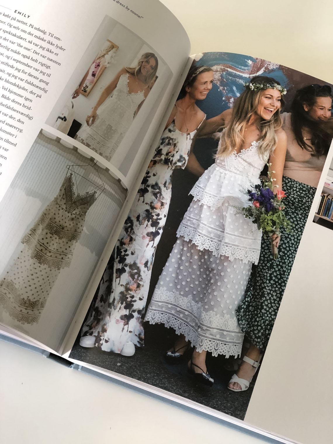 e433d01fbdcc Cathrine bryllup var et skønt mix med vielse i deres lokale kirke og  reception med Tivoli-stemning i deres baggråd. Festen blev holdt for den  nærmeste ...