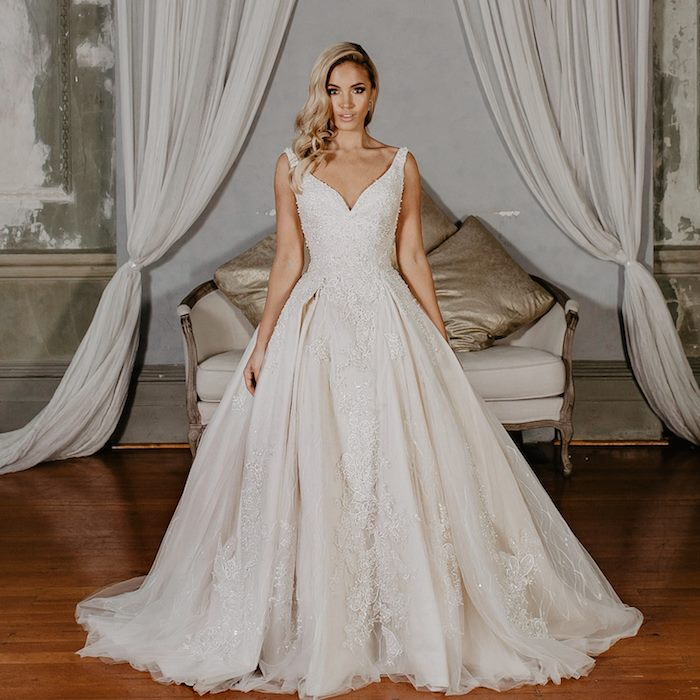 Elegant wedding dresses and bridal gowns from belle et blanc bridal when you are looking for wedding dresses or bridal gowns you might wonder where to start searching first of all do your research prepare yourself well solutioingenieria Choice Image