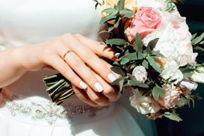 How to Tastefully Accessorize On Your Wedding Day