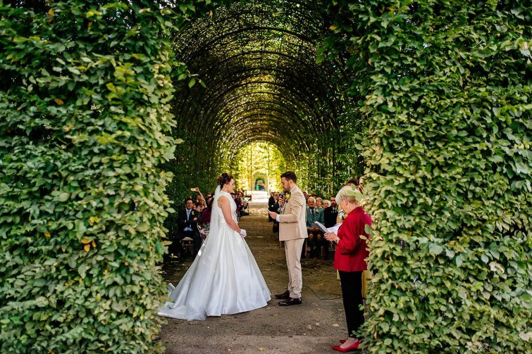 A Stylish Wedding at Alnwick Garden (c) Michal Ufniak (45)