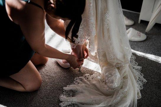 A Winter Wedding at The Millhouse (c) Kazooieloki Photography (11)