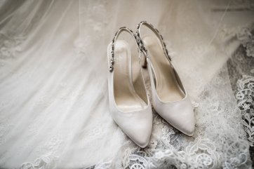 A Winter Wedding at The Millhouse (c) Kazooieloki Photography (2)