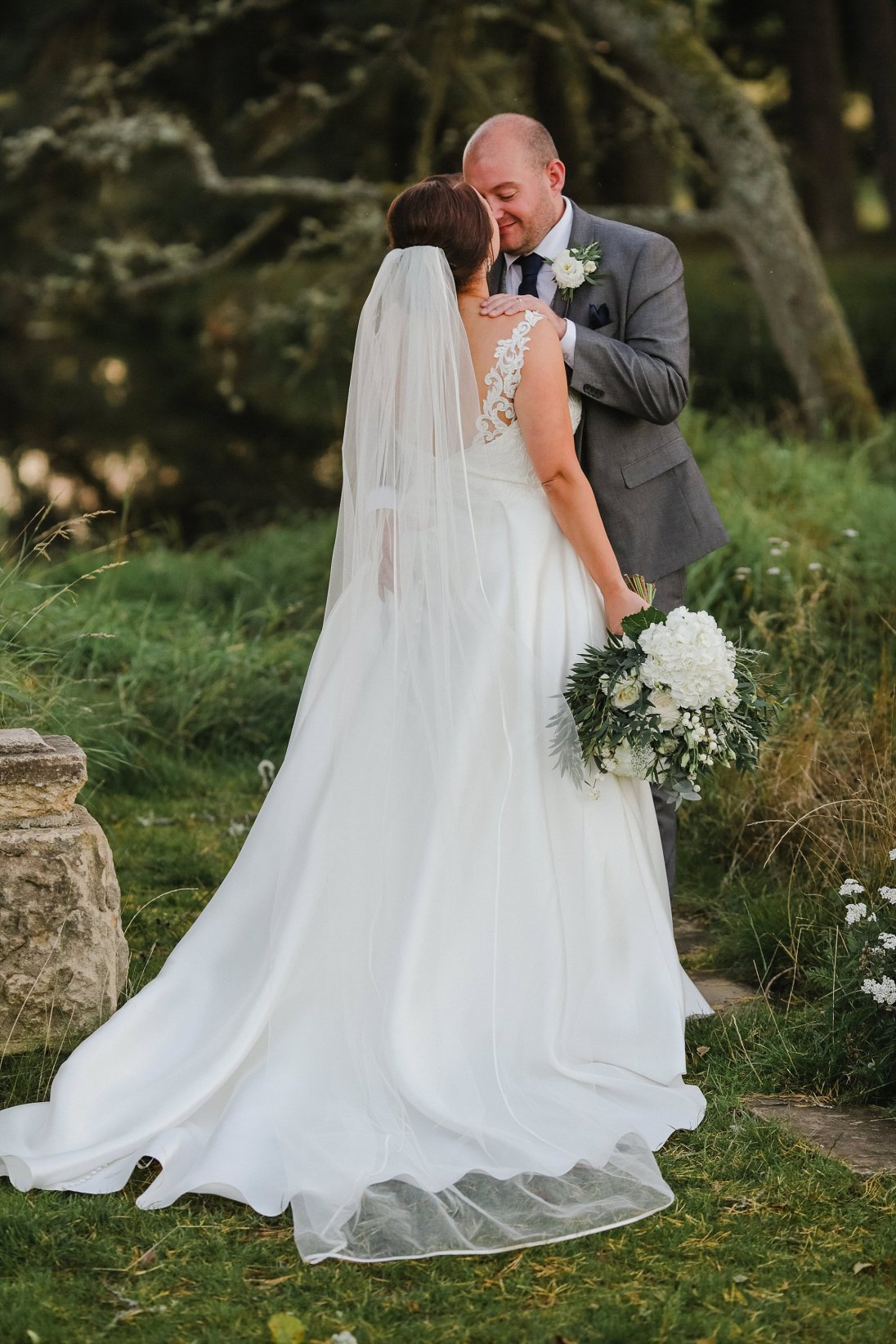 Stella York for a Romantic Wedding at Le Petit Chateau (c) Helen Russell Photography (51)