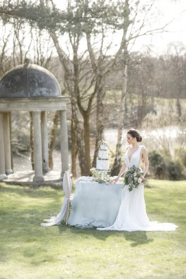 An Elegant Styled Bridal Shoot at Delamere Manor (c) Zehra Jagani (31)